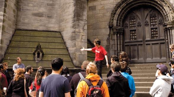 Free-Tour-of-Edinburgh-Spotlight.png